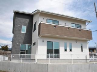 太陽光発電と蓄熱暖房の家